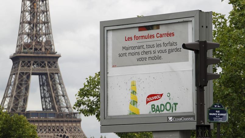 Les panneaux publicitaires pourraient s'agrandir aux abords des stades mais aussi dans les villes. Crédits photo: François BOUCHON / Le Figaro