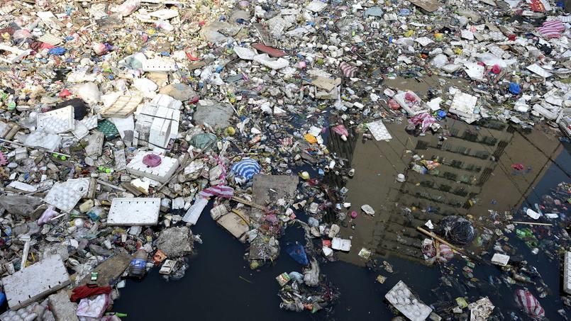 Des milliers de tonnes de plastiques finissent dans les océans chaque année.
