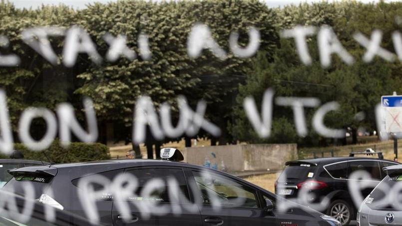 Les taxis acceptent mal la concurrence des VTC et particulièrement d'Uber (Crédit: AFP)