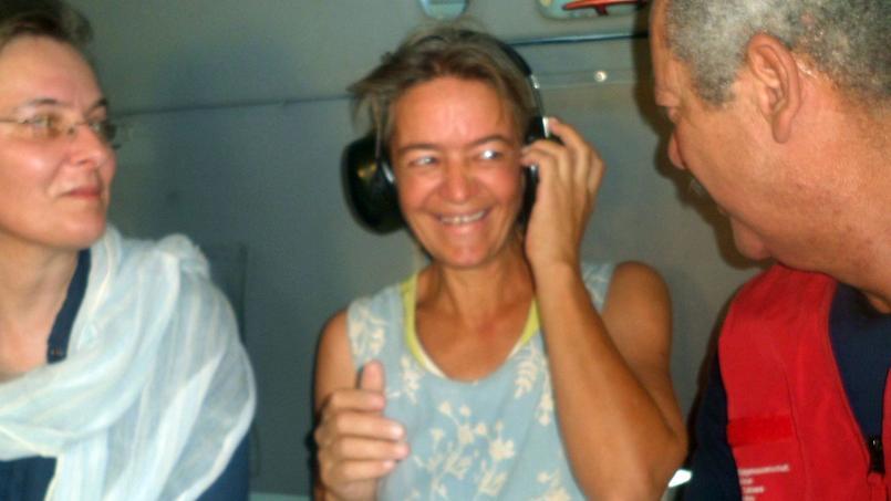 L'otage suisse Beatrice Stockly, le 24 avril 2012 dans un hélicoptère en route pour Ouagadougou.