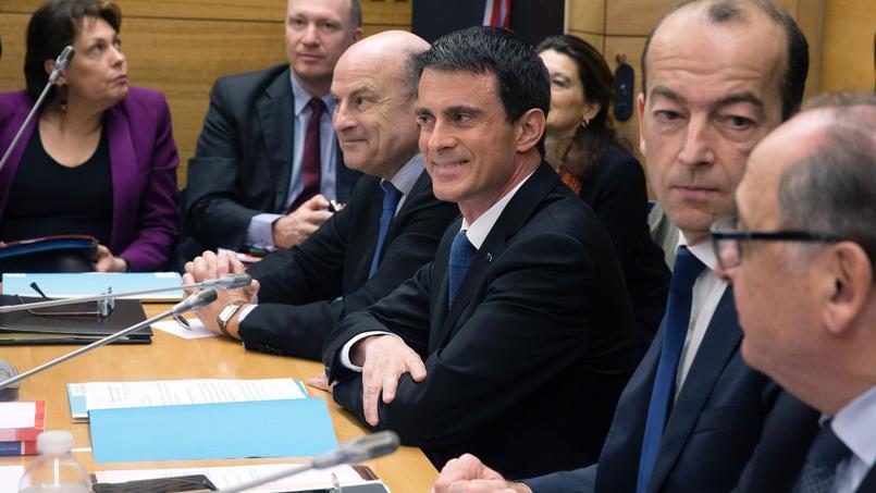 Manuel Valls a présenté, mercredi matin en commission des lois de l'Assemblée, la nouvelle rédaction de l'article 2 de la révision constitutionnelle sur la déchéance de nationalité française.