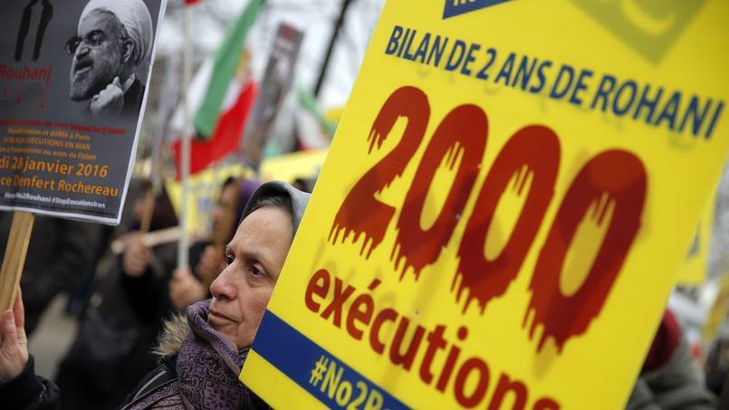 Les soutiens de Maryam Radjavi manifestent mercredi 27 janvier place Denfert-Rochereau contre la venue du président iranien à Paris