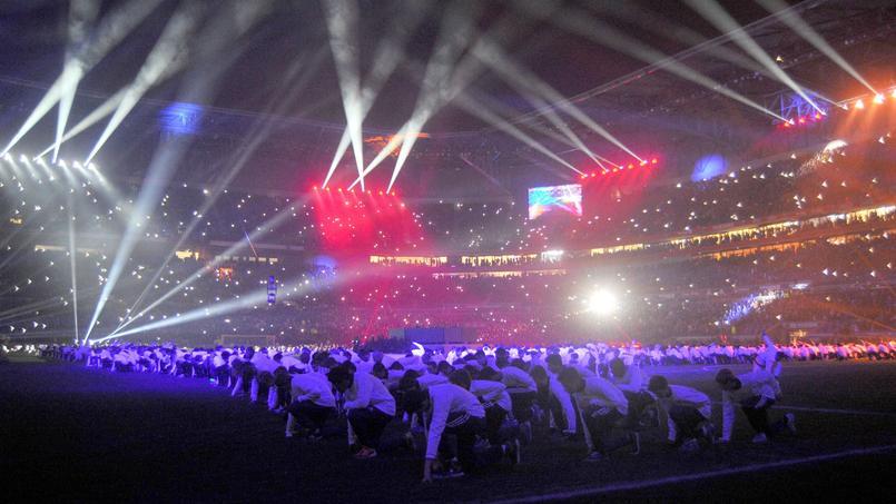 Le Parc Olympique Lyonnais, le soir de son inauguration.