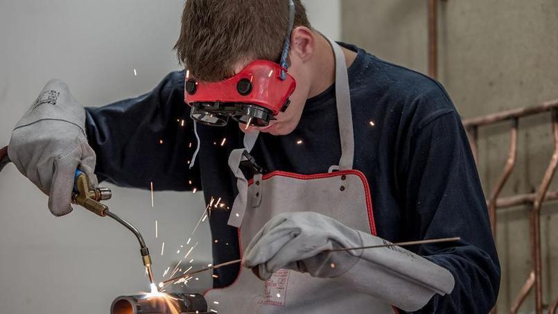 Pourquoi les métiers industriels ne trouvent pas preneur
