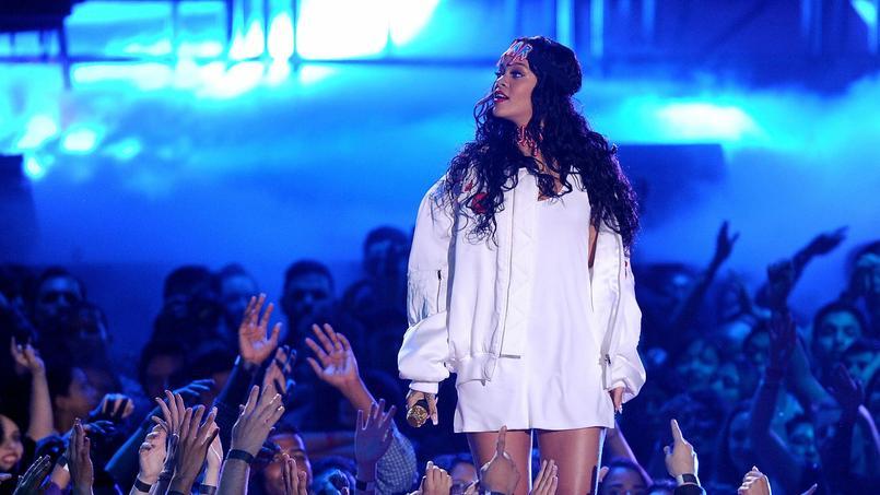 Après de très longues semaines d'attente, la chanteuse Rihanna a publié sur Internet le premier titre de l'album «ANTI».
