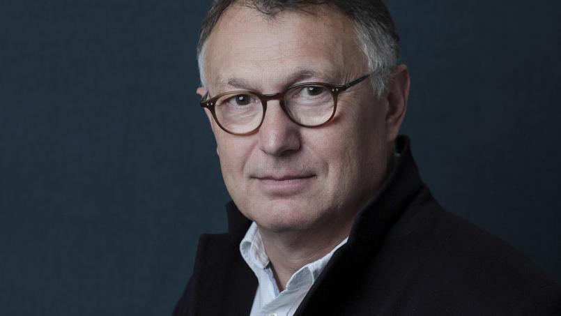 Patrick Besson fait revivre la banlieue parisienne des années de la fin du siècle dernier.