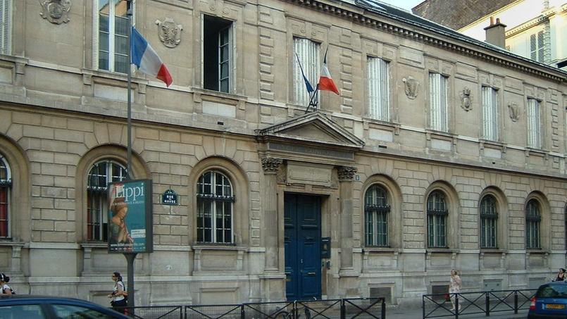 Vue de la façade du lycée Condorcet dans le IXe arrondissement de Paris.