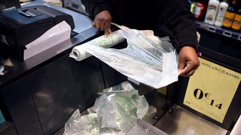 Une caissière de Carrefour licenciée pour ne pas avoir scanné un pack de bières