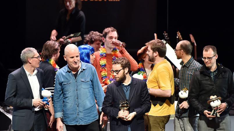 Le dessinateur Richard McGuire a été récompensé pour son roman graphique Ici publié aux éditions Gallimard. Actuellement en Colombie, il n'était pas présent à la remise des prix récompensant une dizaine d'auteurs, dont Étienne Davodeau (au centre) et Benoît Collombat (à gauche).