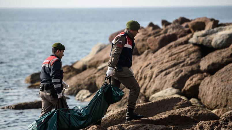 Migrants : des dizaines de morts, dont des enfants, dans un nouveau naufrage