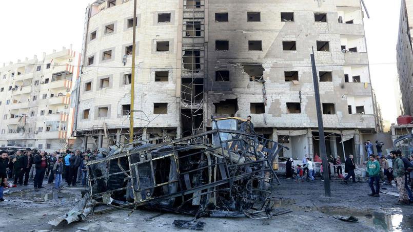 Une voiture piégée a explosé près d'un garage dans le secteur de Koua Soudan. Deux kamikazes ont ensuite fait exploser leurs charges alors que les secours arrivaient sur place.
