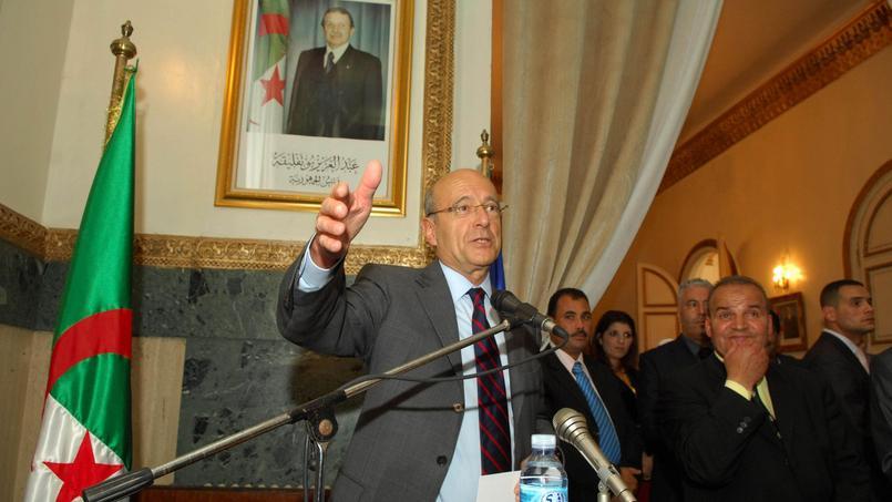 Alain Juppé, à l'époque ministre des Affaires étrangères, en visite à Oran en 2011.