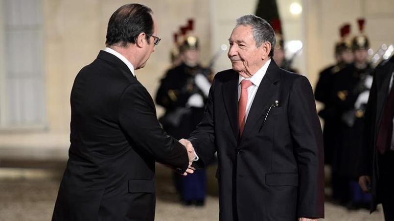 François Hollande et Raul Castro, lors de la visite du président cubain à Paris, le 1er février 2016.