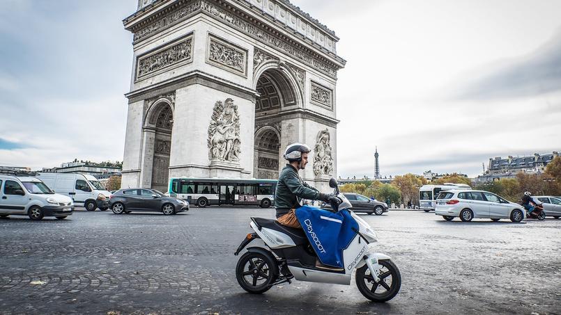 Neuf ans après les Vélib, c'est au tour des scooters.