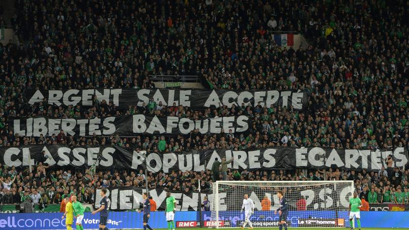 Le Paris SG offensé par des banderoles anti-Qatar à Saint-Etienne
