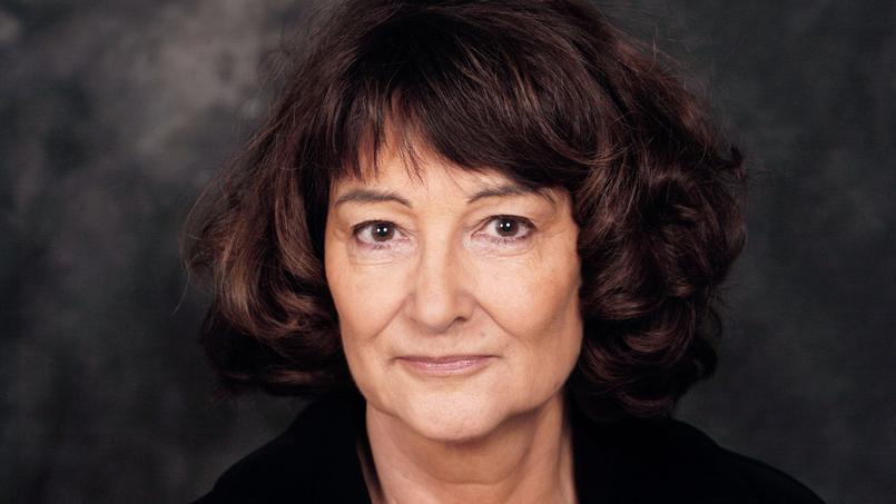 La philosophe française Sylviane Agacinski, présidente des Assises, a souligné dans son discours inaugural la nécessité d'abolir mondialement la maternité de substitution.