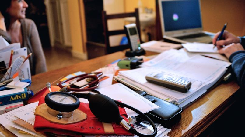 Les médecins libéraux ont gagné en moyenne un peu moins de 110.000 euros en 2011, selon une récente étude de l'Insee.