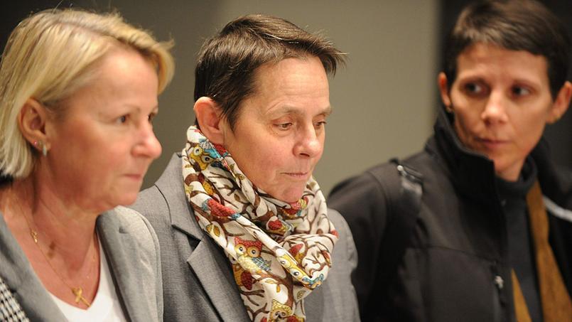 Bernadette Dimet, entourée de ses proches, le 5 février 2016 aux assises de l'Isère.
