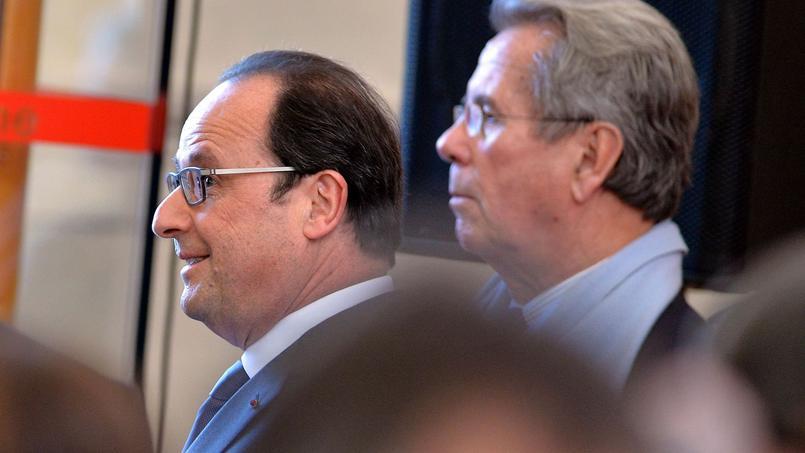 François Hollande visite l'Ecole nationale de la magistrature (ENM) à Bordeaux en compagnie de Jean-Louis Debré, le 5 février 2015