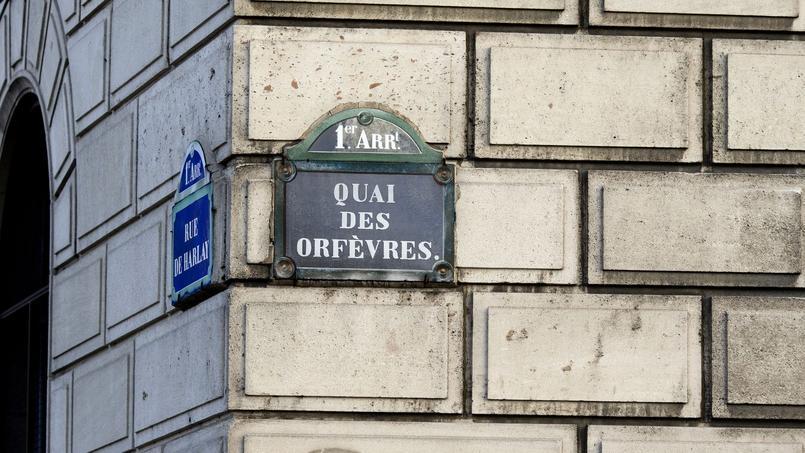 Dans un pub irlandais situé en face du siège de la police judiciaire, des policiers hors service avaient sympathisé avec une touriste canadienne, alors âgée de 34 ans.