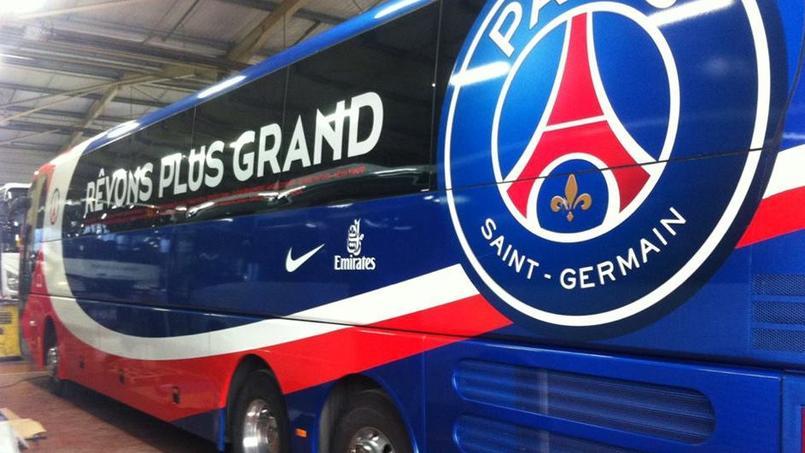 Le bus du Paris SG caillassé en arrivant au stade Vélodrome