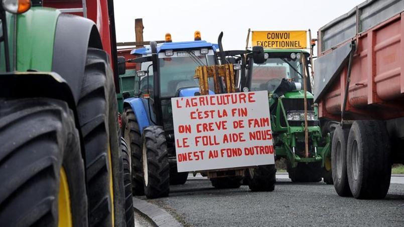 Les barrages et blocages par les agriculteurs continuent pour interpeller le gouvernement.