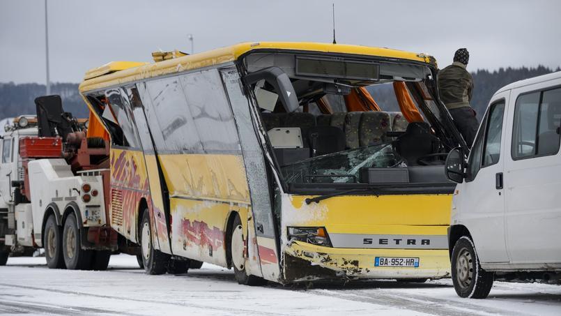 Accident de car scolaire dans le Doubs : deux enfants tués