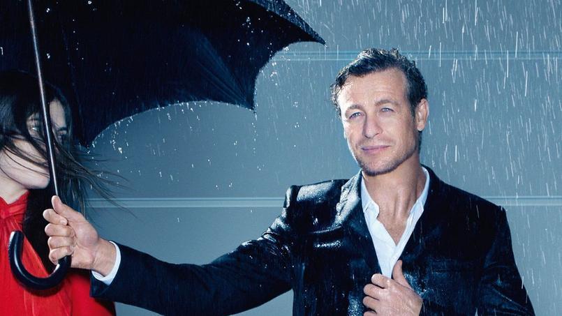 L'acteur australien Simon Baker incarne le parfum Gentleman de Givenchy.