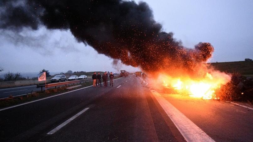 Démonstration de force sur la N12 près de Saint-Brieuc le 20 janvier - AFP