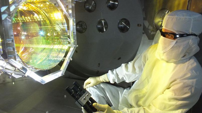 Un technicien de l'observatoire Ligo, ici en décembre 2015.