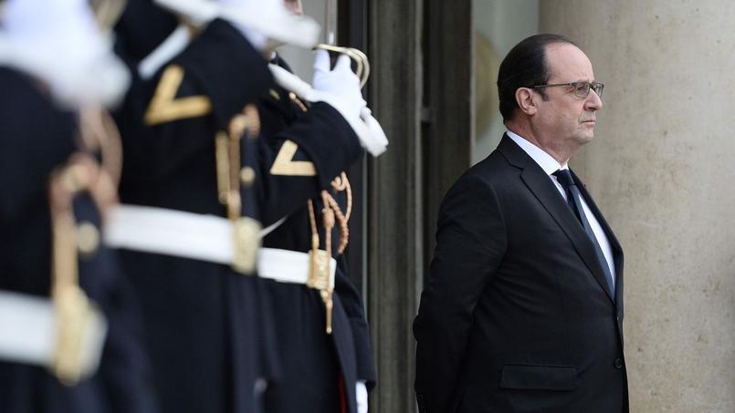 François Hollande sur le perron de l'Élysée, lundi.