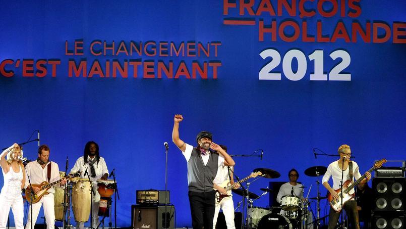Yannick Noah donne un concert lors du discours du candidat François Hollande en campagne au Bourget en 2012.
