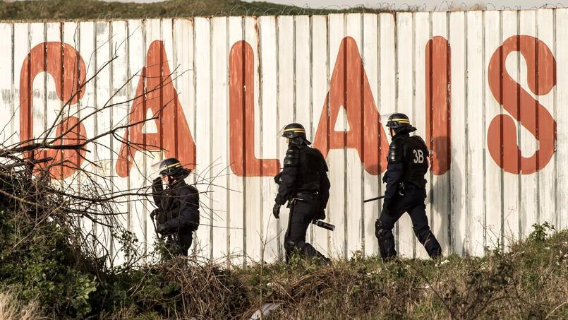 Les forces de l'ordre se déploient dans la «jungle» de Calais. Crédits photo: Philippe Huguen/AFP