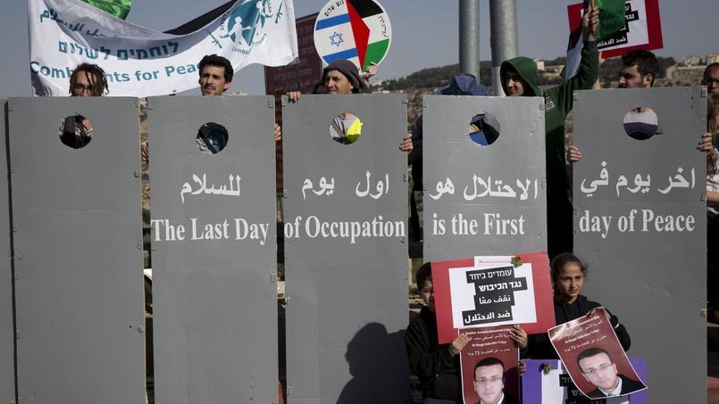 Manifestation de paix entre Israéliens et Palestiniens réclamant la fin de l'occupation israélienne sur le territoire palestinien, le 5 février 2016 près de Bethléem.