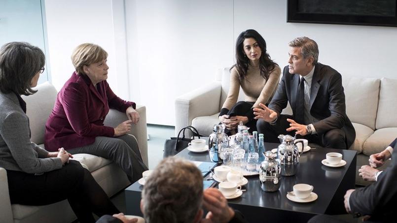 De passage à Berlin, George Clooney et son épouse ont été reçus par la chancelière allemande pour évoquer l'épineux dossier des réfugiés.
