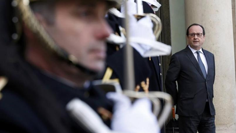 François Hollande, sur le parvis de l'Élysée, lundi 15 février.