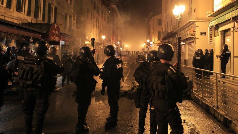 Des affrontements entre manifestants et policiers ont de nouveau agité Corte (Haute-Corse) mardi soir.