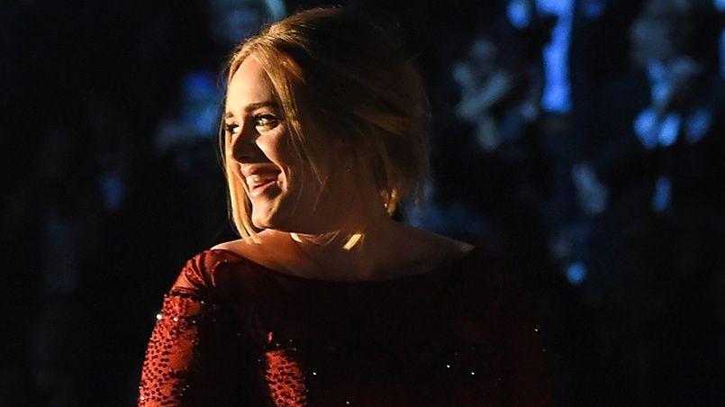 Aux Grammy Awards 2016, l'interprétation de la chanson d'Adele a été perturbée par une succession de petits incidents.
