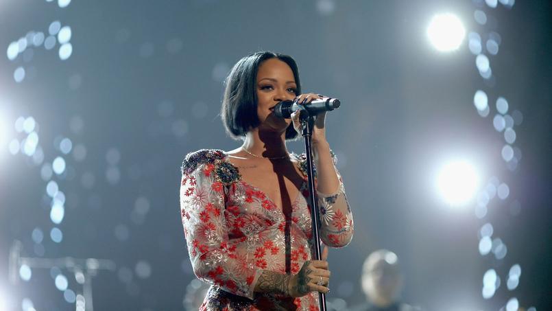 La superstar du R'n'B Rihanna a dû renoncer à la dernière minute aux Grammys le 15 février au soir à Los Angeles, en raison d'un «risque pour ses cordes vocales».