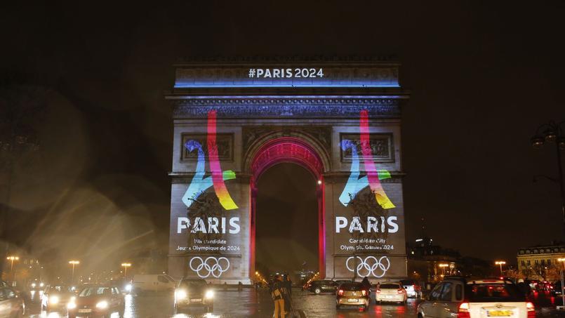 Le logo de la candidature de Paris pour les JO 2024, dévoilé sur l'Arc de Triomphe le 9 février 2016.