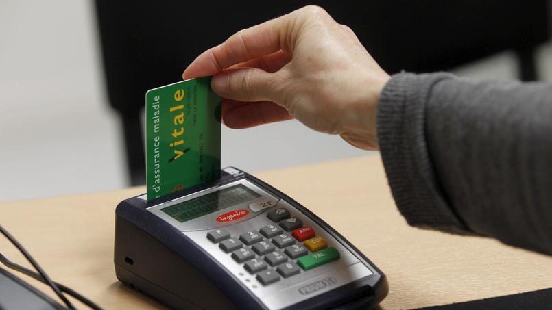 En pratique, pour bénéficier du tiers payant, le patient devra avant toute chose présenter sa carte Vitale et son attestation de complémentaire santé à son médecin.