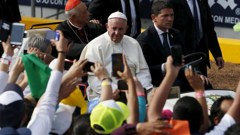 Interrogé sur cet incident le directeur de la salle de presse du Saint-Siège a expliqué qu'après une telle journée, le pape «pouvait être un peu nerveux».
