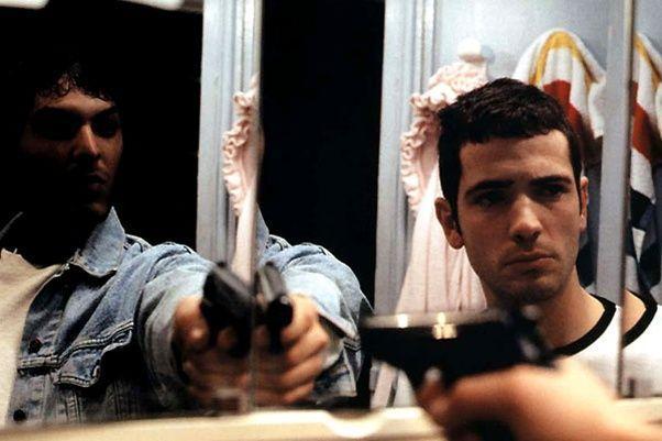 Le scénario mis au point par Manon et ses complices rappelle celui de l'Appât, un film de Bertrand Tavernier, sorti en 1995.