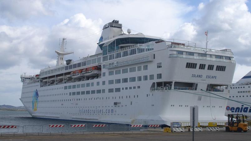 L'«Ocean Gala», anciennement «MS Scandinavia» et «MS Island Escape», a été construit en 1982 par les chantiers Dubigeon en France puis transformé en hôtel flottant.