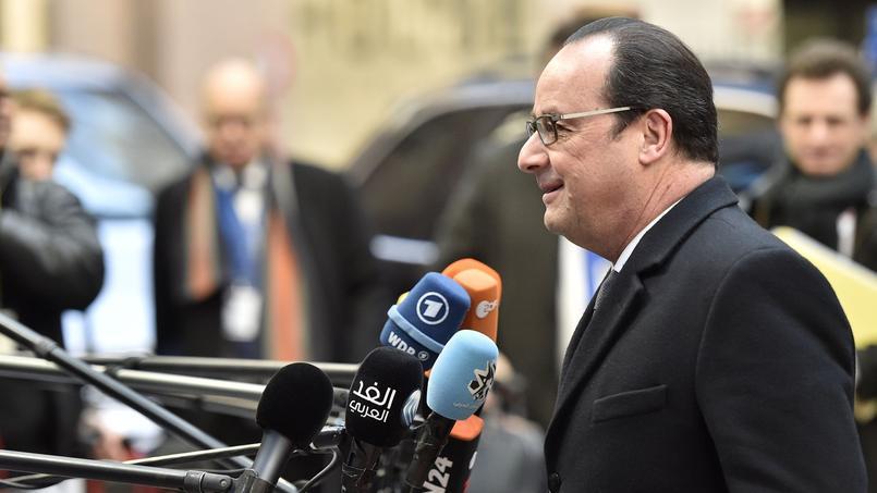 François Hollande répond aux questions des journalistes devant le Conseil européen, vendredi à Bruxelles.
