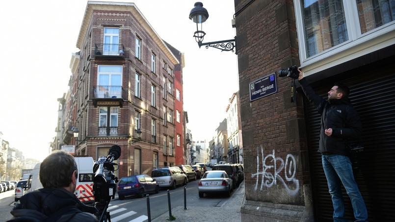 Selon La Dernière Heure, Salah Abdeslam se serait caché dans le quartier de Schaerbeek, dans un appartement de la rue Henri Bergé, après les attentats du 13 novembre.