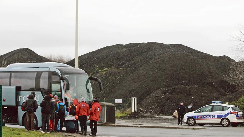 Seuls 21 candidats au départ volontaire se sont présentés devant le bus qui doit les conduire vers l'un des 98 centres d'accueil répartis sur le territoire, jeudi dernier à Calais.