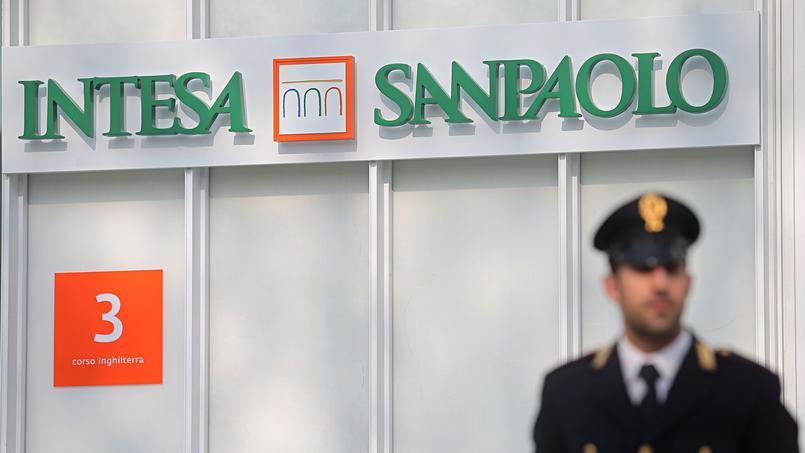 L'entrée de l'immeuble d'Intesa Sanpaolo, la plus grande banque italienne.