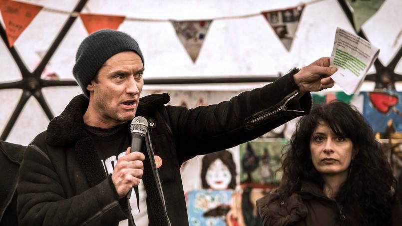 Jude Law et les autres comédiens à ses côtés, dont Tom Odell et Tom Stoppard, ont lu chacun leur tour des lettres de migrants présents dans la «jungle», accompagnés par de la musique traditionnelle afghane notamment