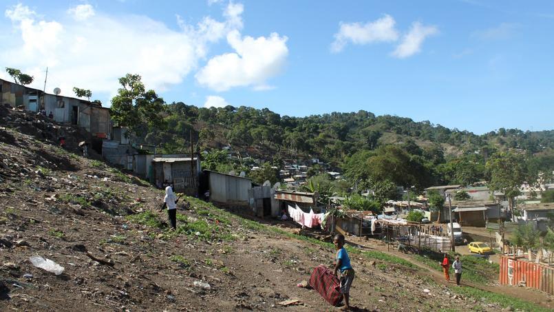 Vue de la ville de Mamoudzou, à Mayotte.